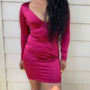 Silky material violet dress. Long sleeve.